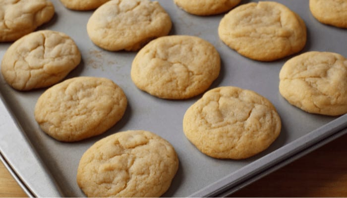 Baking Pan vs. Baking Sheet – What's the Difference