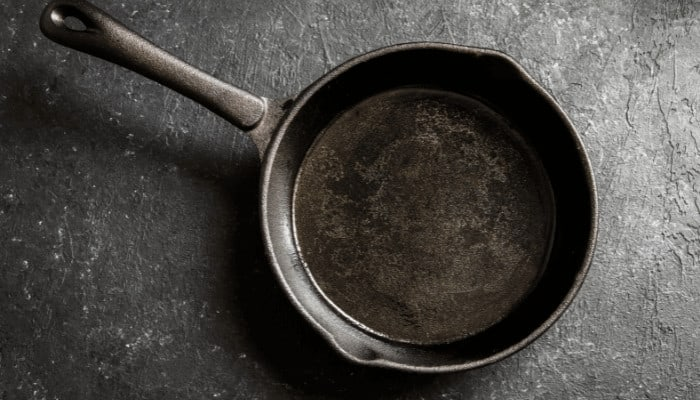 How to Clean Mold off a Cast Iron Pan